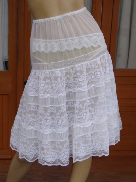 "AUTHENTIC 1950's ""St.MICHAEL"" DOUBLE LAYERED SEE THRU NYLON & LACE PETTICOAT  SIZE:- MEDIUM"